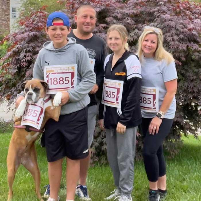 Lisa Broomfield Santimore '00 and Family